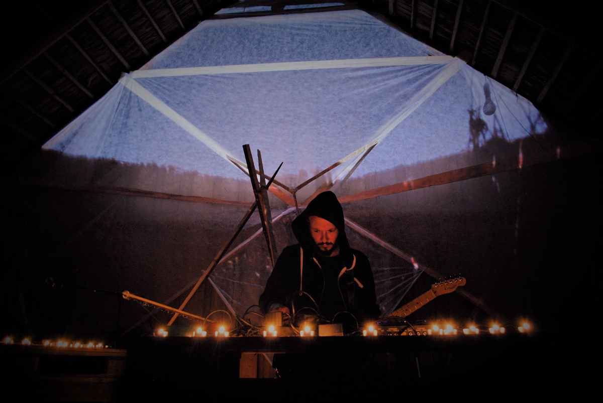 12-Hour Drone in former factory Pastoefabriek: from sitar and cello bass drones to shamanic noise